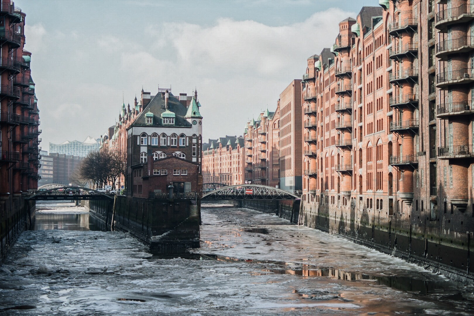 5 Countries, 17 Days: First-Timer's Travel Guide to Hamburg
